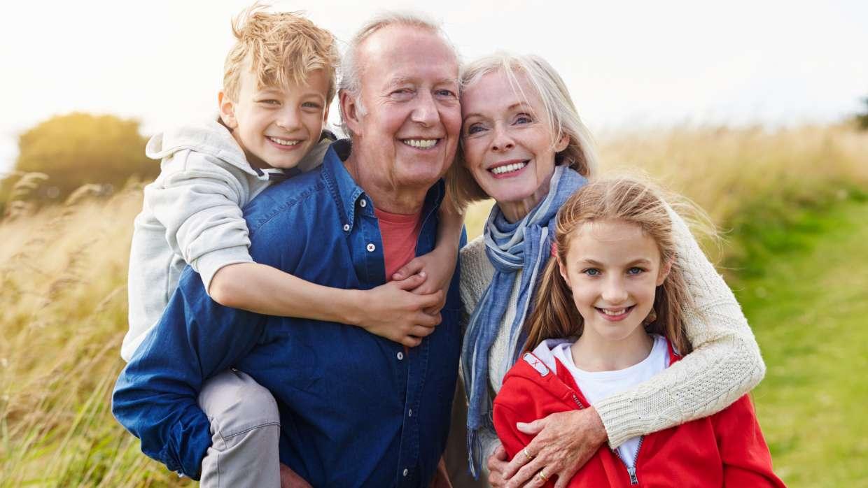 Rüyada Yalı Vefat Olan Dedeyi Ve Elini Öpmek Görmek
